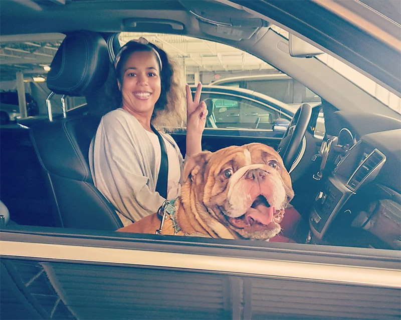 Rashida y su mascota